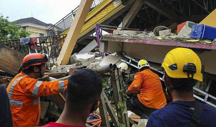 Terremoto in Indonesia, diverse vittime e centinaia di feriti