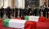 Funerali di Stato per Attanasio e Iacovacci: l'addio tra gli applausi