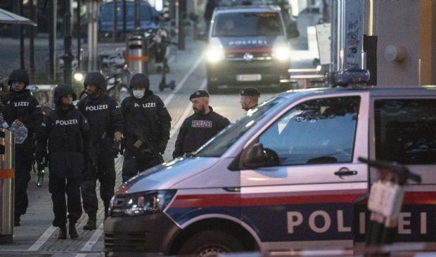 Attentato a Vienna, 4 morti: ucciso il killer. Isis rivendica attacco