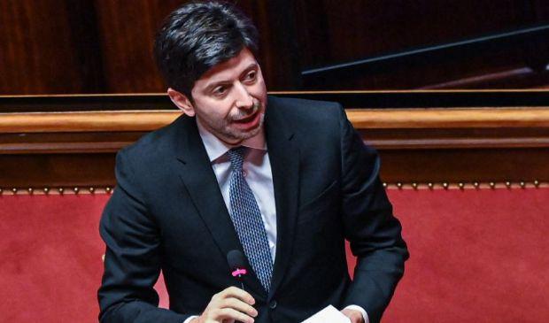 L'Italia blocca voli dal Brasile per studiare la nuova variante Covid