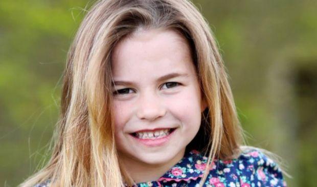 Charlotte compie 6 anni, la foto fatta da Kate è boom sui social