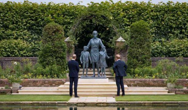 William e Harry insieme all'inaugurazione della statua di Diana