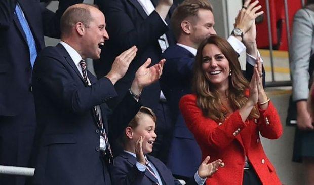 George, William e Kate e gli applausi per la vittoria dell'Inghilterra