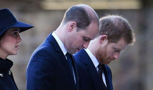 Funerali Filippo, Harry e William seduti separati e senza uniforme