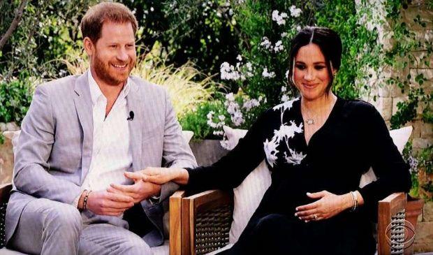 Meghan e Harry e le accuse di razzismo. È bufera sulla Royal Family