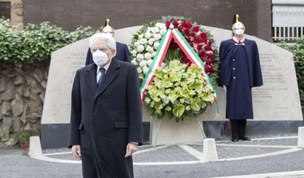 Sequestro Aldo Moro, l'omaggio di Mattarella in via Fani a Roma