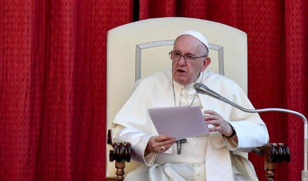 Vaccino Covid, Papa Francesco: «È etico, io mi sono prenotato»