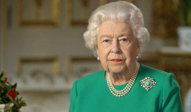 Covid UK, vaccinati la Regina Elisabetta e il principe Filippo