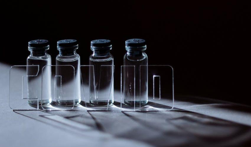 Vaccini anti Covid: la truffa dei farmaci venduti sul dark web