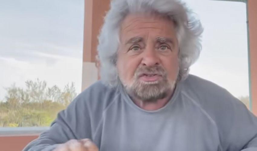 """Beppe Grillo, la famiglia della vittima: """"Ripugnante"""". Le reazioni"""