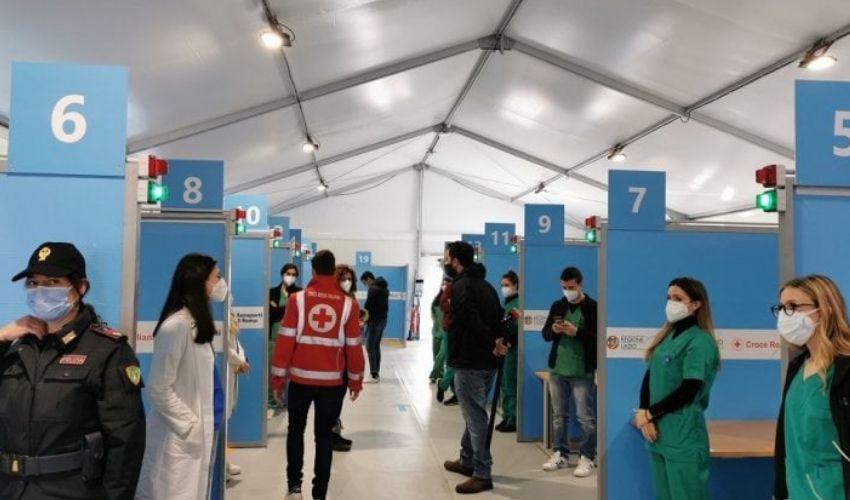 Effetto obbligo Green Pass: boom di prenotazioni per i vaccini