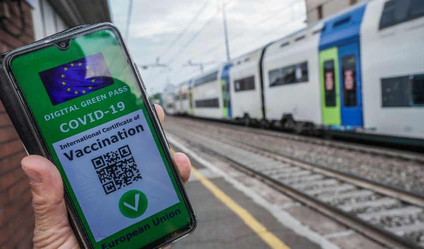 Green Pass obbligatorio per aerei, treni, stadio, palestre. Le ipotesi