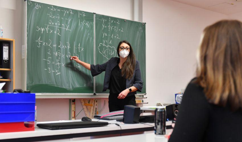 Obbligo vaccino Covid-19 scuola e Rsa: sì o no divide il Governo