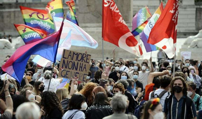 """Giornata contro l'omofobia. Bassetti (Cei): """"Correggere la legge"""""""