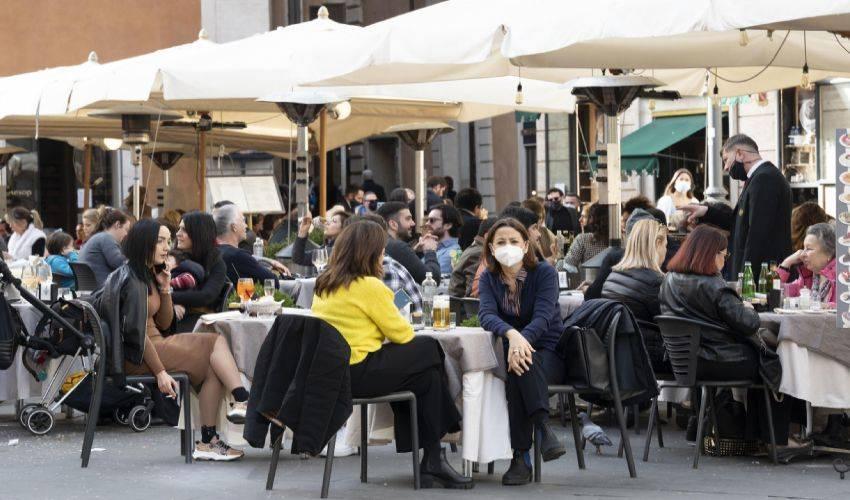 Riaperture dal 26 aprile: ristoranti, cinema, teatri. Come e quando