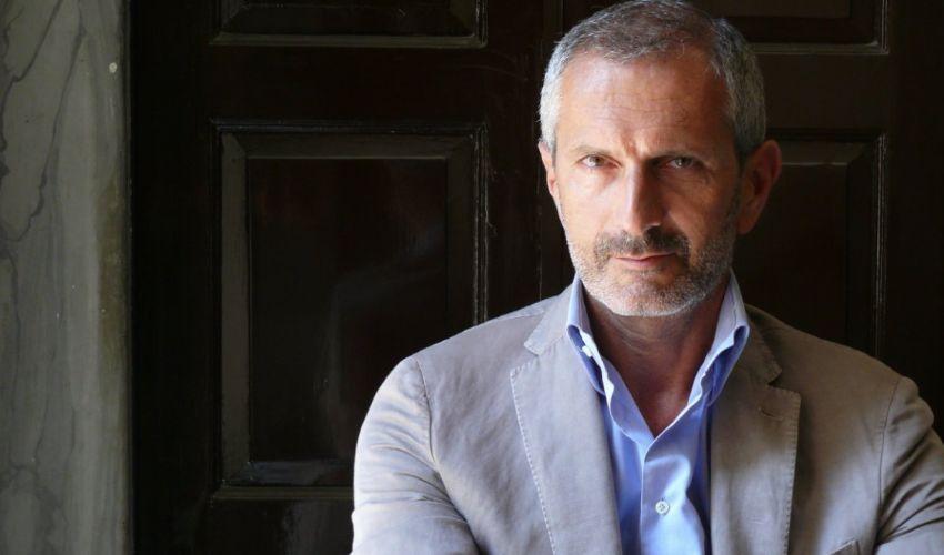 Lo scrittore Gianrico Carofiglio volontario per il vaccino ReiThera