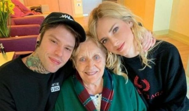 Chiara Ferragni denuncia: vaccino nonna di Fedez solo dopo il suo post