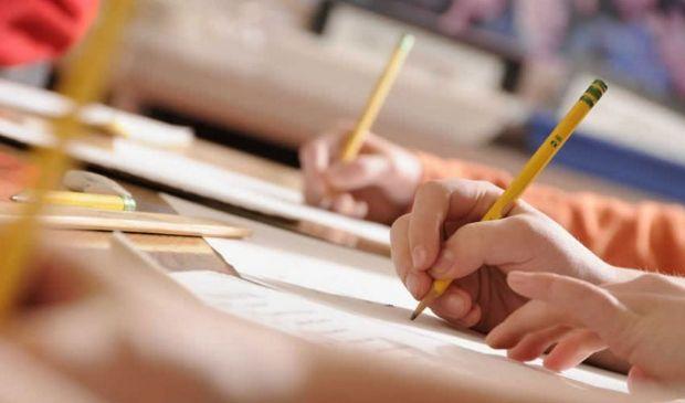Scuola, Azzolina conferma: tre concorsi per docenti a ottobre