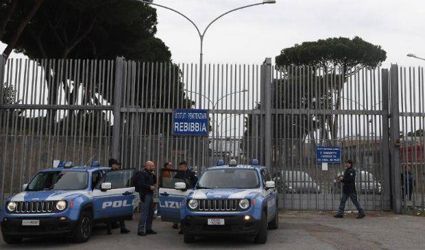 Caccia all'uomo dopo l'evasione di detenuto dal carcere di Rebibbia