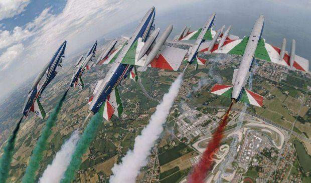 Frecce Tricolori festeggiano 60esimo anniversario di emozioni in volo