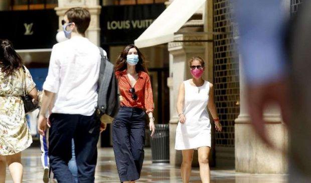 Covid, mascherine obbligatorie all'aperto: perché e dove in Italia