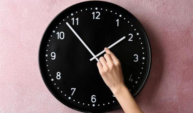 Ora legale 2021: stanotte lancette avanti di un'ora, si dorme di meno