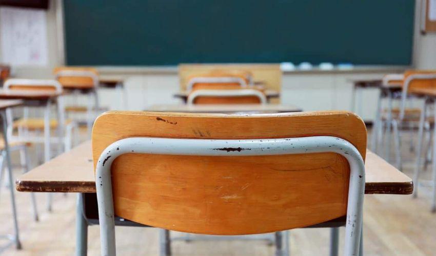 Covid, allarme in tre scuole a Milano: chiuse per la variante inglese