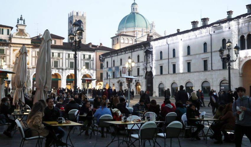 """Italia in """"zona gialla rafforzata"""". Cosa si può fare oggi 8 gennaio"""