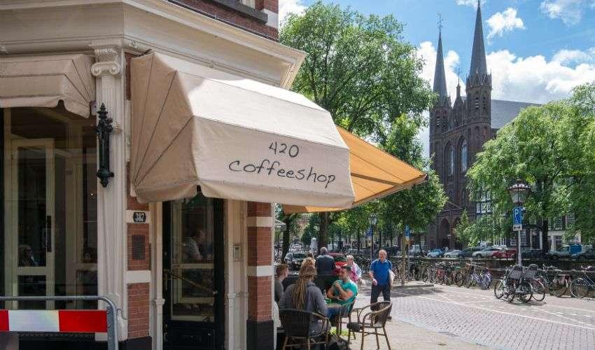 Amsterdam, coffee shop vietati agli stranieri dal 2022. La proposta