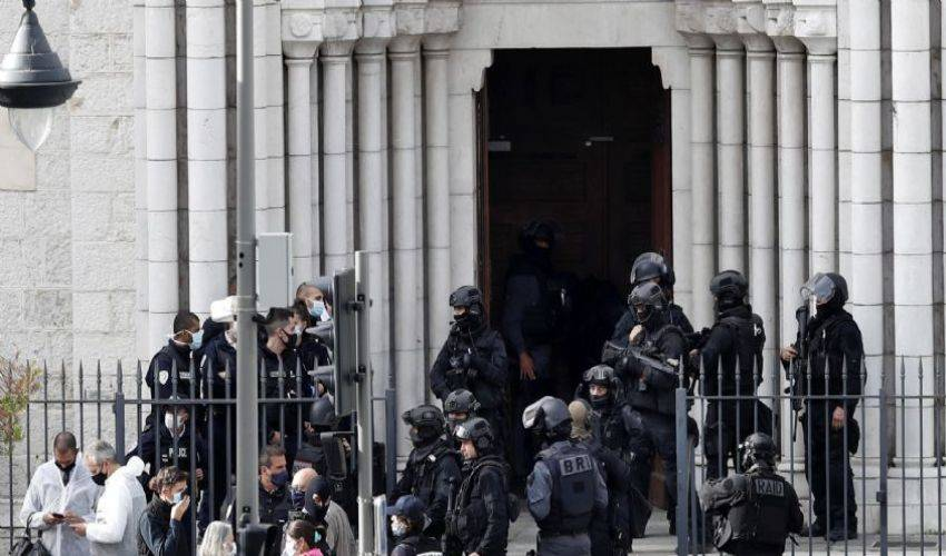 Attentato terroristico a Nizza: 3 morti. Macron: Francia sotto attacco