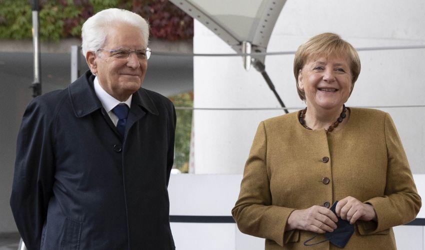 """Mattarella da Berlino rassicura: """"Turbamento, non preoccupazione"""""""