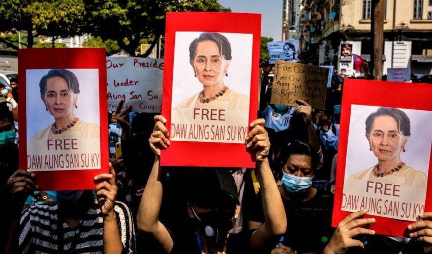 Myanmar, Aung San Suu Kyi in video a processo. 18 manifestanti uccisi