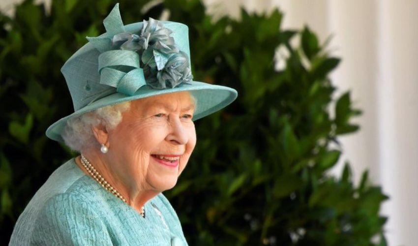 """Oxford, via la foto della Regina """"simbolo del passato colonialista"""""""