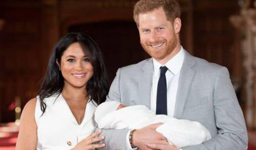 Archie compie 2 anni, gli auguri della Regina a Meghan e Harry