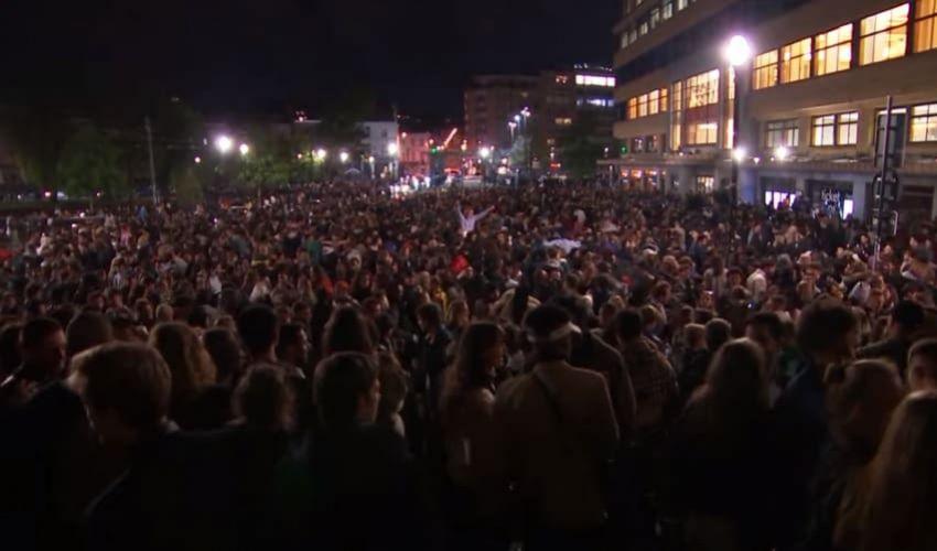 Stop al coprifuoco: in Belgio e Spagna esplose le feste di massa