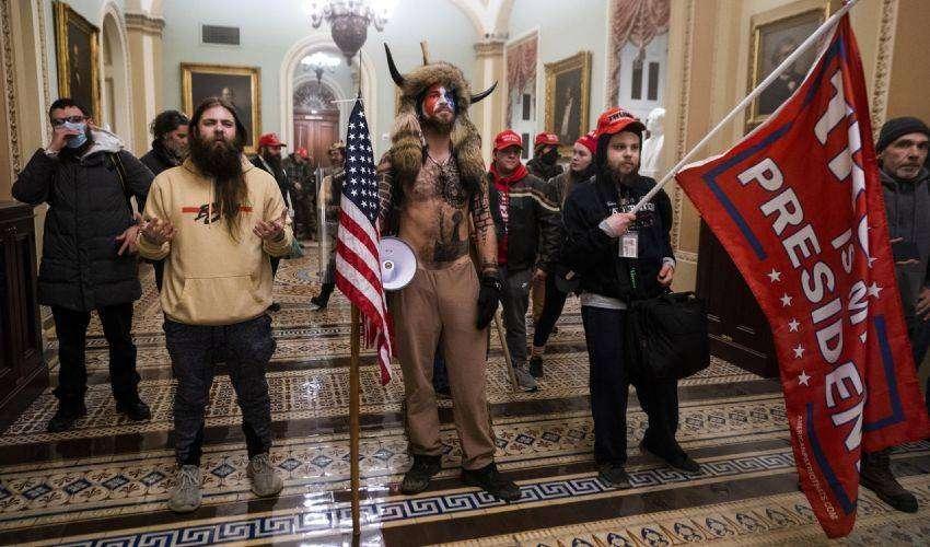 Chi sono i Proud Boys, che hanno assaltato il Campidoglio a Washington