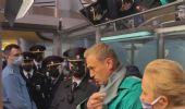 Navalny torna in Russia, subito arrestato: è di nuovo in carcere