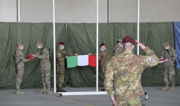 Afghanistan, Italia ammaina la bandiera. Tensione con Emirati Arabi