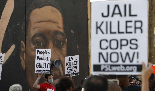 Floyd, condannato l'ex poliziotto Derek Chauvin. Nuovo caso nell'Ohio