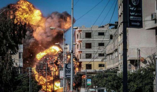 """Israele-Gaza, la """"trappola mediatica"""" e le bombe su Hamas. Il punto"""