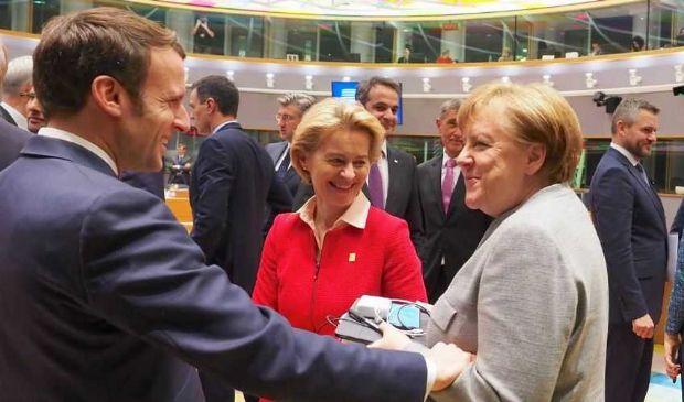"""Intesa Macron-Merkel per un """"piano Ue"""" di ripresa da 500 mld di euro"""