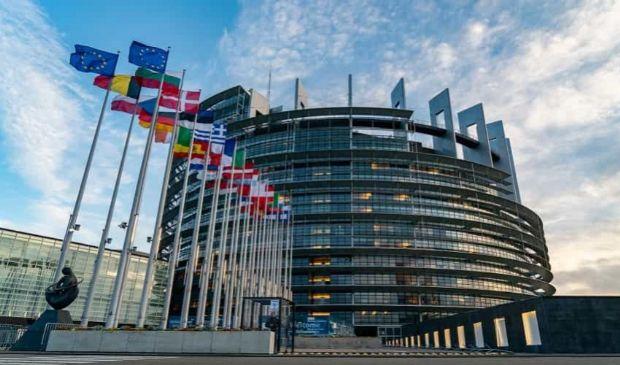 Europarlamentari a Strasburgo: green pass e brevetti in plenaria