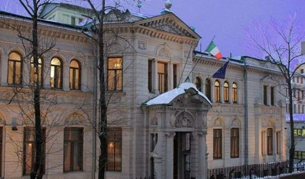 Perché la Russia espelle diplomatico italiano, le reazioni a catena