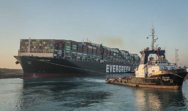 Suez: disincagliata nave portacontainer ferma da 6 giorni nel canale