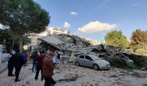 Terremoto 6.6 Egeo: 83 morti 962 feriti, mini-tsunami a Smirne (Video)