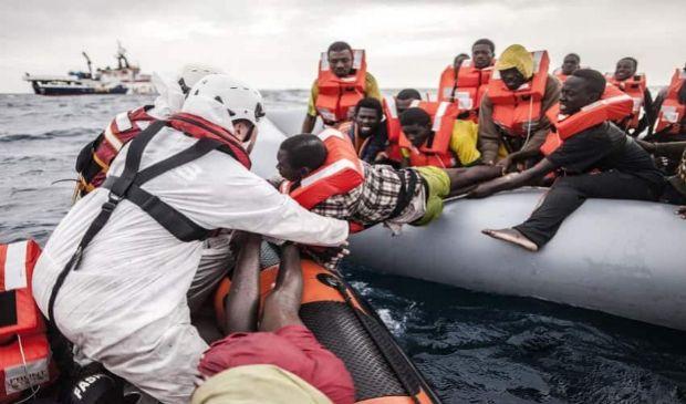 Sbarchi nel Mediterraneo e ricollocamento migranti: cosa fa l'Europa