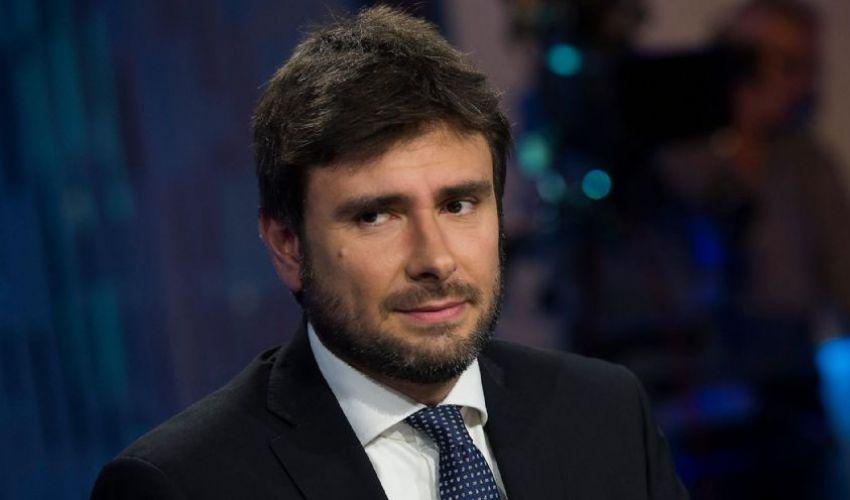 Alessandro Di Battista ultime notizie dice sul Mes: «Mi fido di Conte»