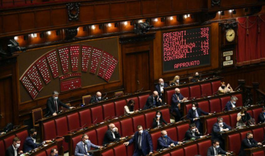La Camera si adegua, obbligo Green pass per deputati e dipendenti