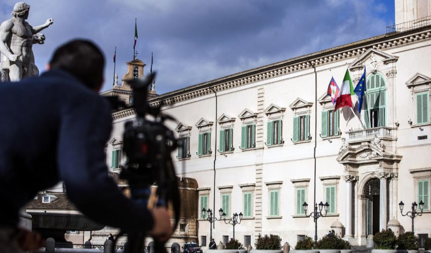 """Il premier Conte da Mattarella: """"Chiarimento politico in Parlamento""""."""