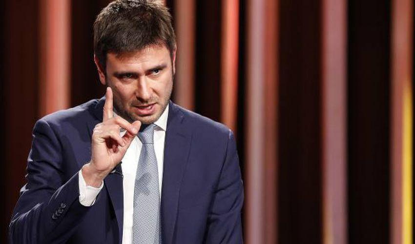 """Crisi di governo, Di Battista contro Renzi: """"Che squallore""""."""